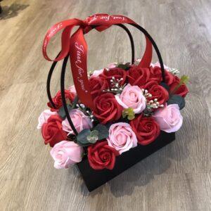 Giỏ hoa hồng sáp