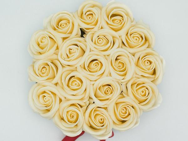 Hộp hoa hồng hình tròn màu kem